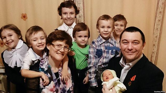 «Страна больна, если шпионов ищут среди кухарок и матерей» Как живет семья Светланы Давыдовой, которую обвиняют в госизмене