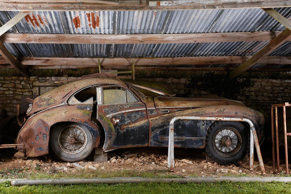 Старое авто в сарае без смс