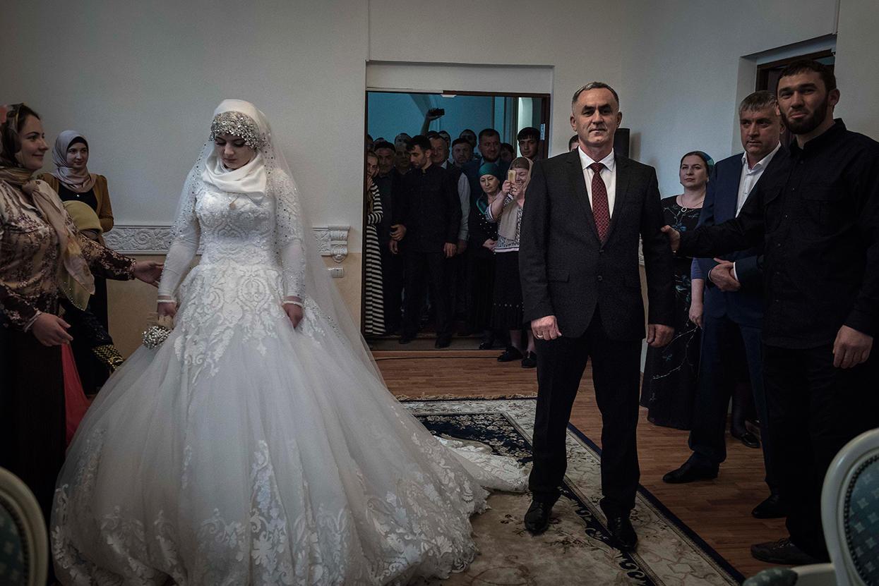 Свадьба свидетель трахает невест видео фото 322-227