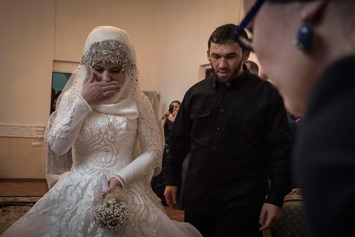 Свадьба свидетель трахает невест видео фото 322-158