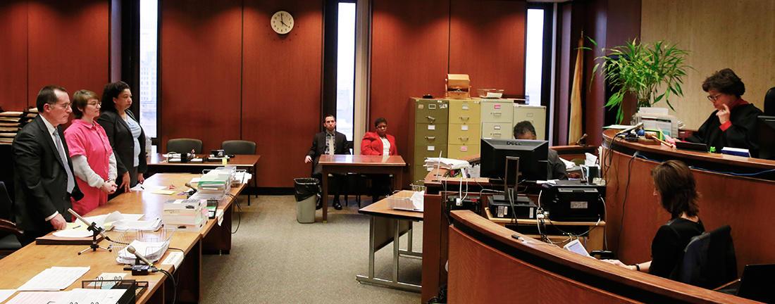 Судья выносит приговор Анне Стабблфилд