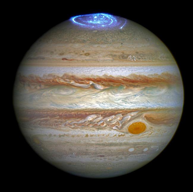 Телескоп «Хаббл» зафиксировал полярные сияния на Юпитере