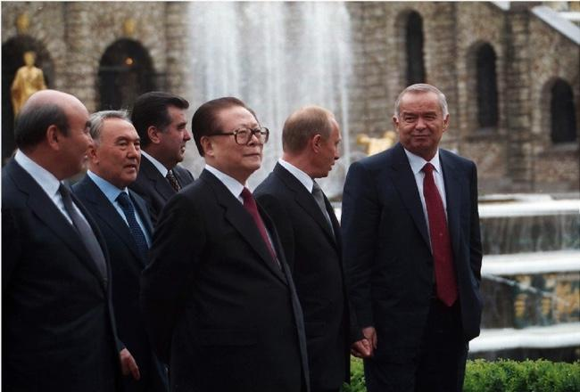 The leaders of Russia, China, Kazakhstan, Tajikistan, and Uzbekistan after the signing of the Shanghai Cooperation Organization in June 2002.