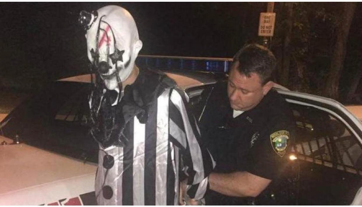 ВСША арестовали пугавшего людей клоуна