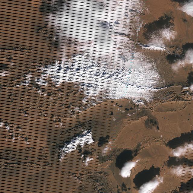 Заснеженная Сахара из космоса