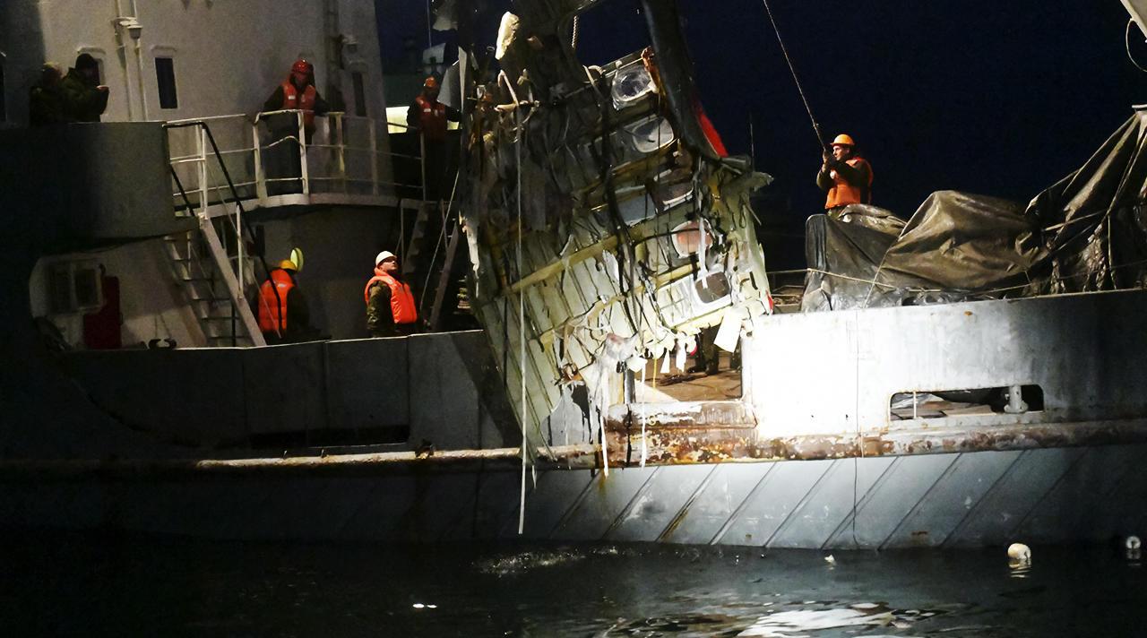 Поиски обломков Ту-154 в Черном море завершены. Что удалось узнать об авиакатастрофе?