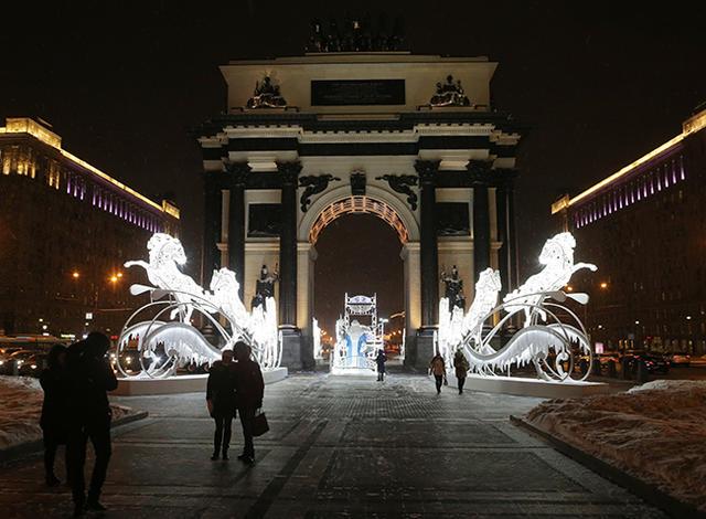 Сани Деда Мороза наКутузовском проспекте