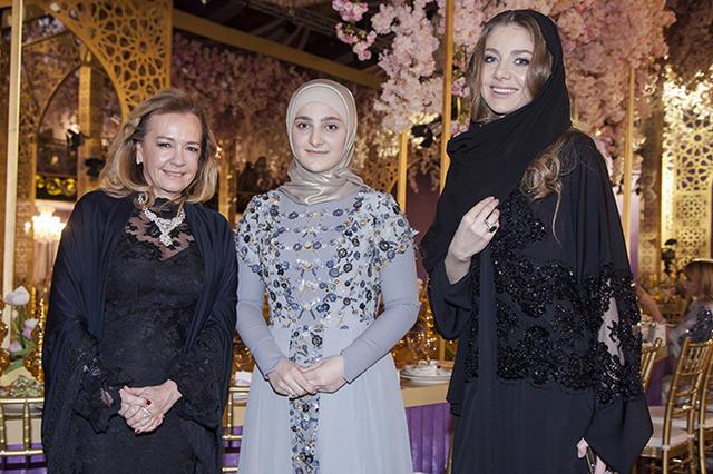 Кадырова айшат представила коллекцию вечерних в