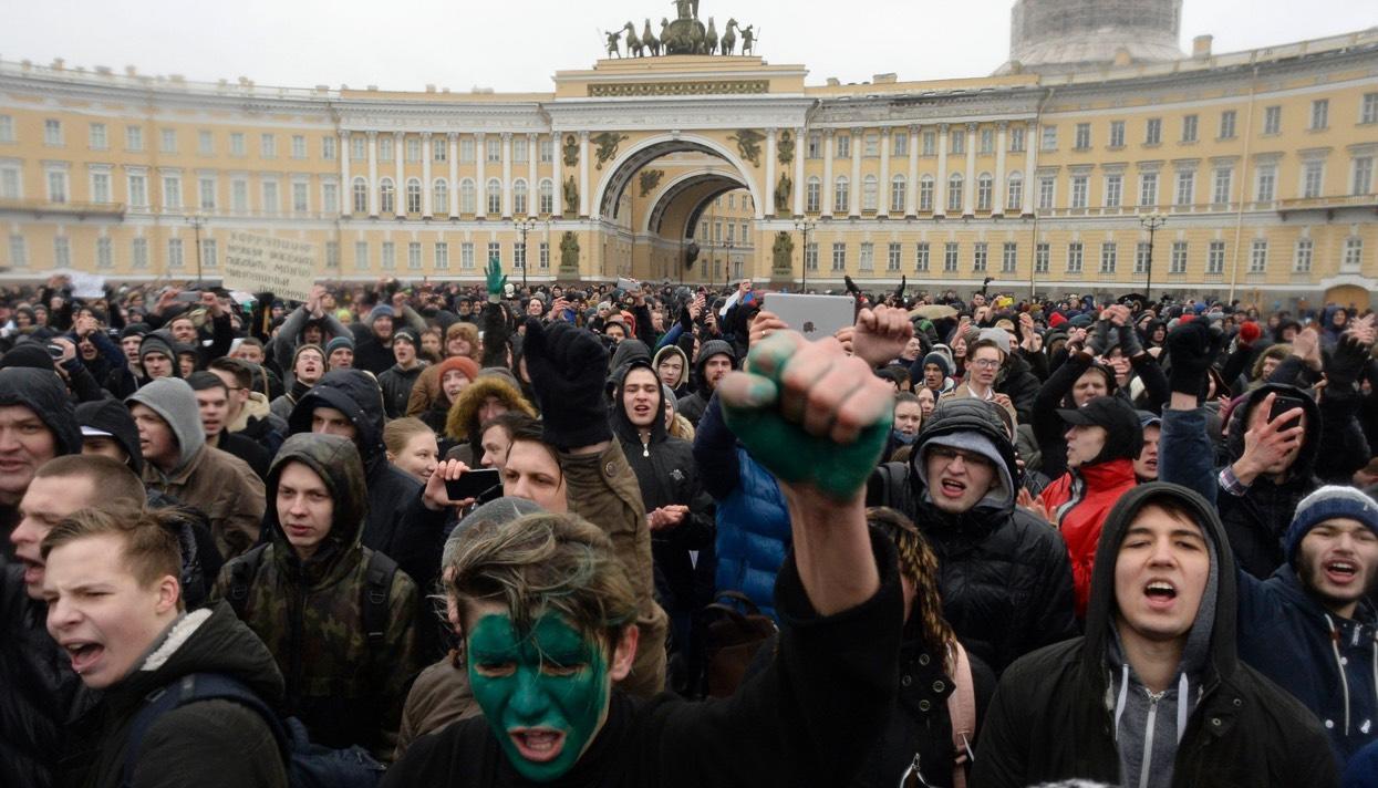 Не вижу, не слышу, не говорю. Как путинские пропаГАНДОНЫ не заметили массовых акций протеста по всей стране