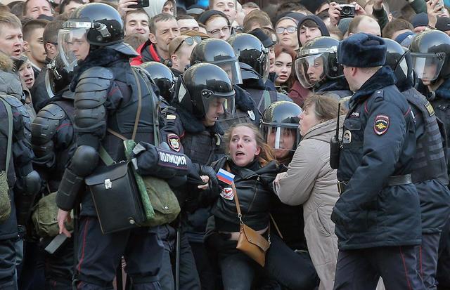 Протесты в России: более 100 человек, задержанных накануне в Москве, Санкт-Петербурге и Ростове-на-Дону, провели ночь в полиции - Цензор.НЕТ 4507