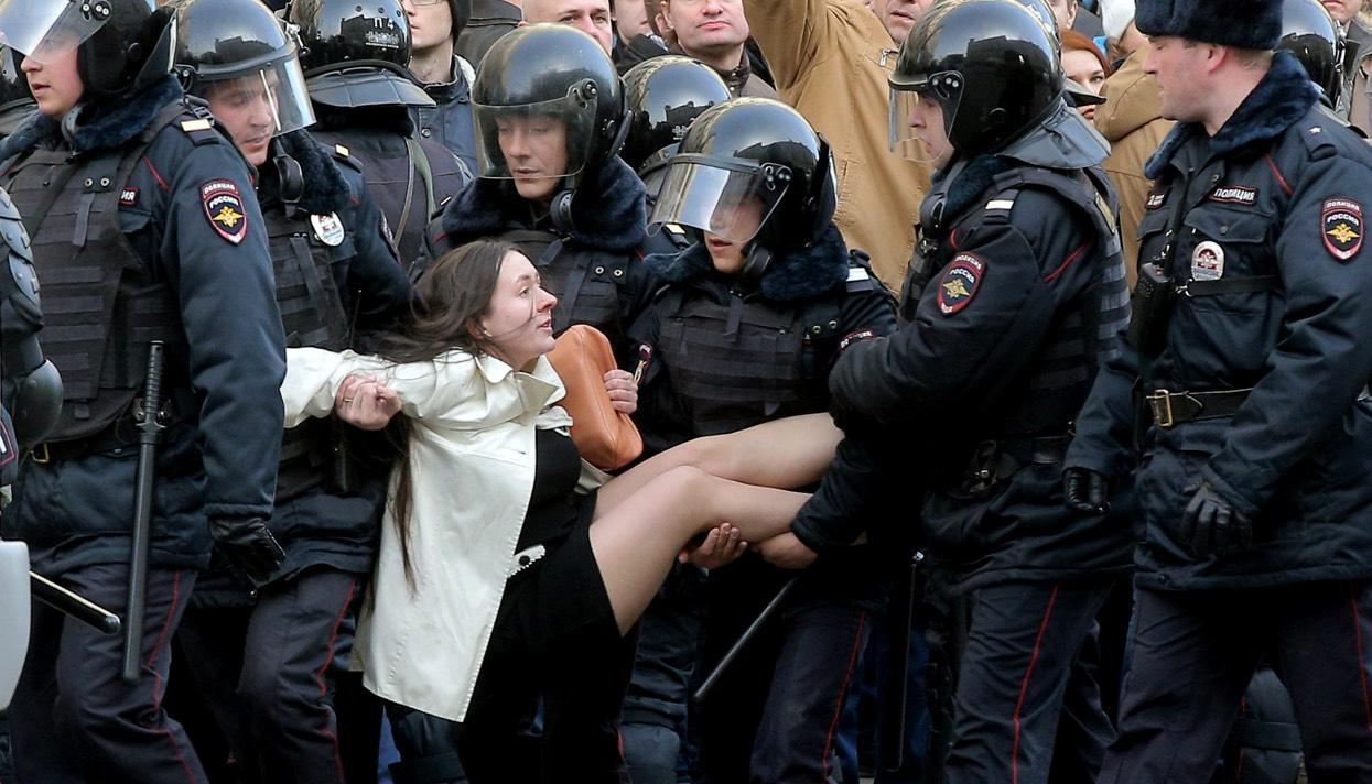 «И тут меня понесли» Монолог Ольги Лозиной, героини одной из главных фотографий с московской акции протеста