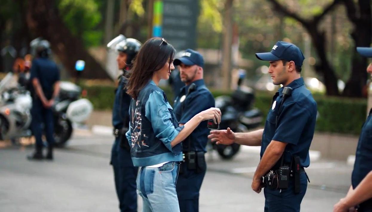 Pepsico удалила рекламный ролик смоделью, вызвавший критику в социальных сетях