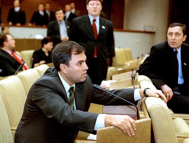 Вячеслав Володин (втот момент— лидер фракции «Отечество— Вся Россия») назаседании Госдумы, 20марта 2002 года