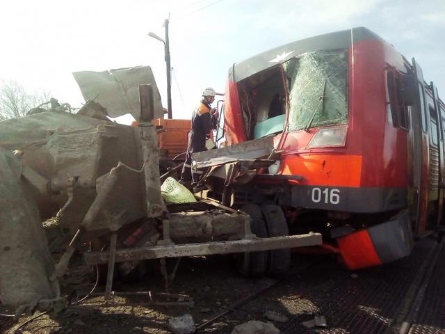 Электричка столкнулась сКамАЗом вСтавропольском крае, есть пострадавшие