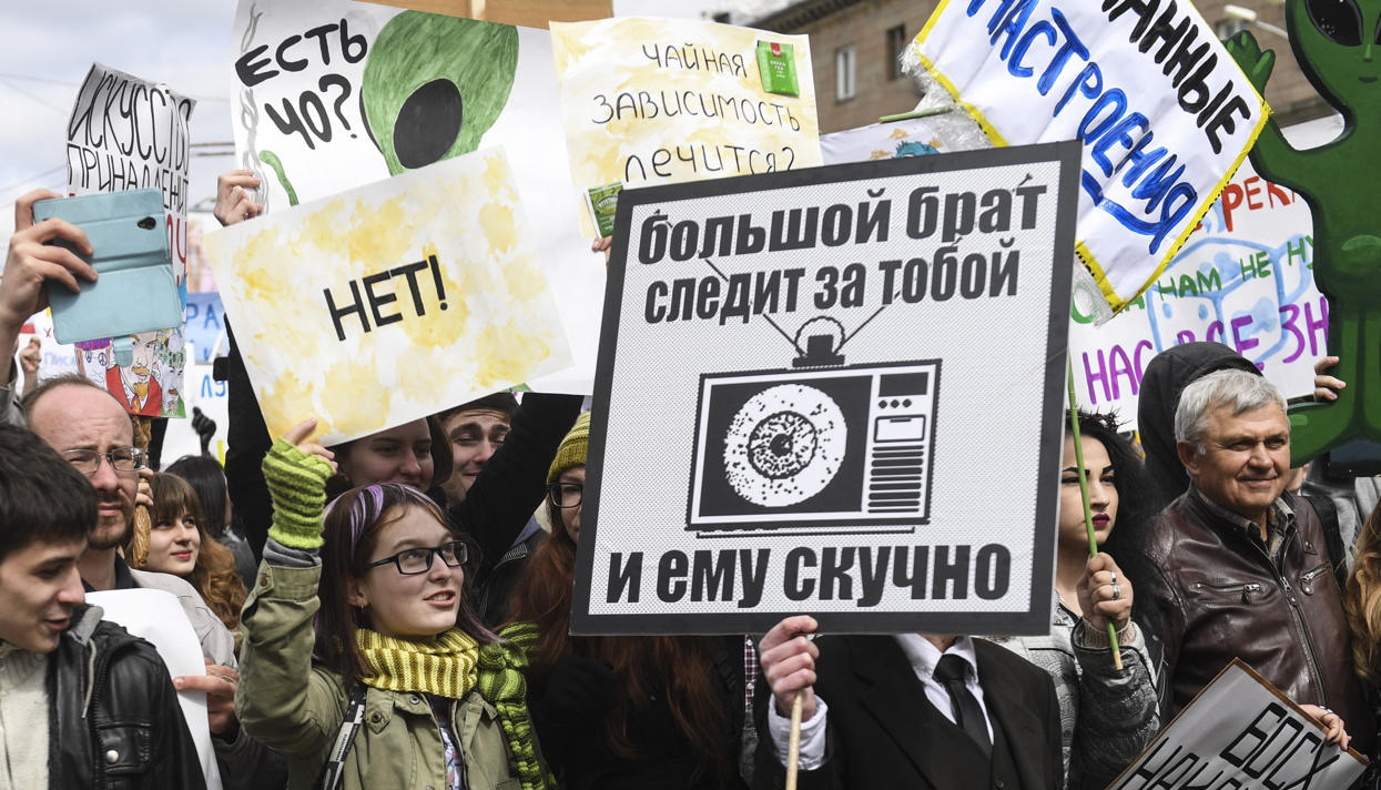 Прекратите оскорблять чувства ворующих.«Монстрация» в Новосибирске