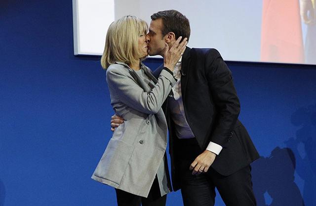Президент Франции выбралDS 7 Crossback