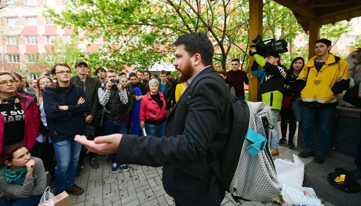 «Первый город, где мы с таким столкнулись»: как власти не давали открыть штаб кампании Навального во Владивостоке