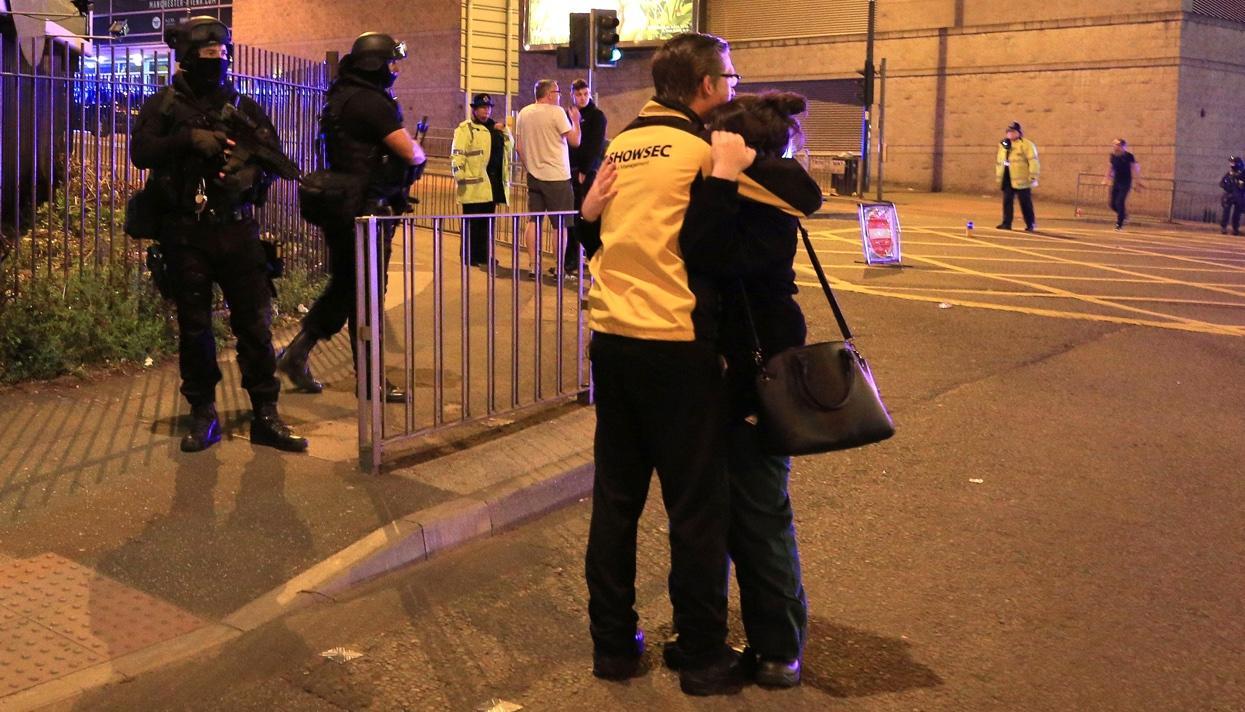 Ариана Гранде отложила собственный гастрольный тур из-за взрыва вМанчестере