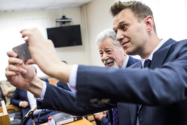 Alexey Navalny and one of Alisher Usmanov's lawyers, Heinrich Padva, in court in Moscow on May 30, 2017.