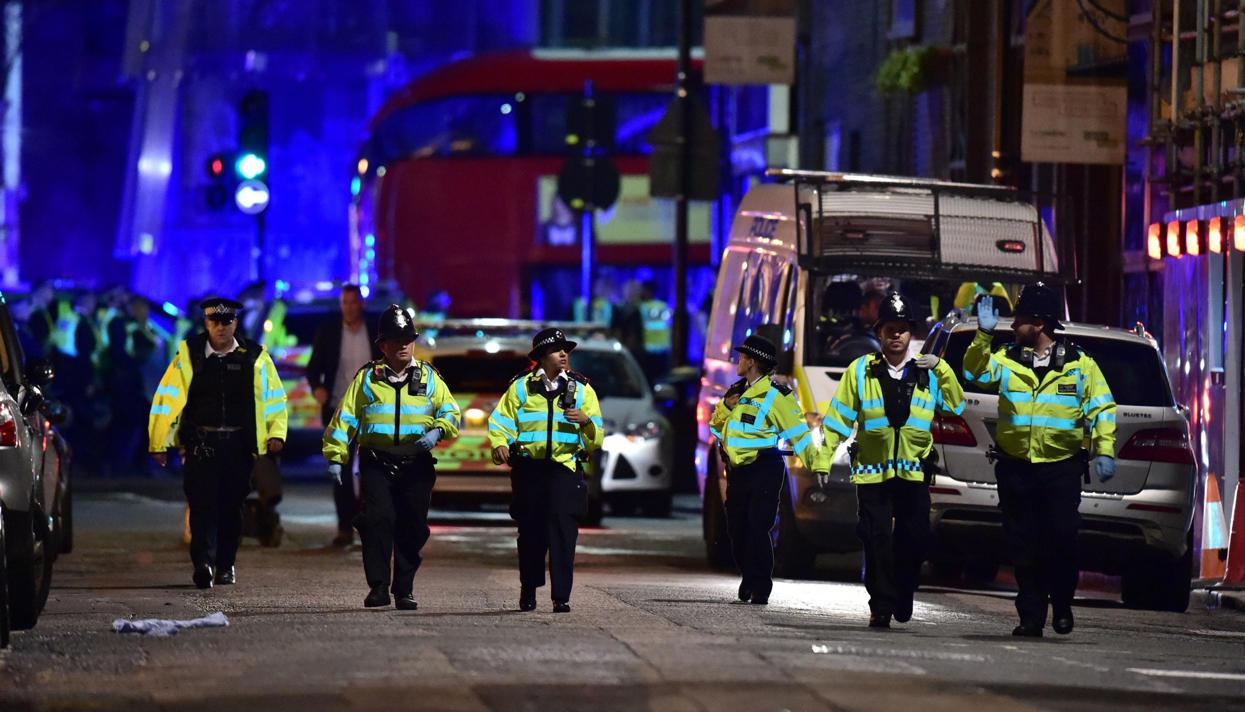 """У  английских толерастов продолжается  """"благодарение"""" от принятых ими муслимов: Фургон врезался в прохожих в Лондоне."""