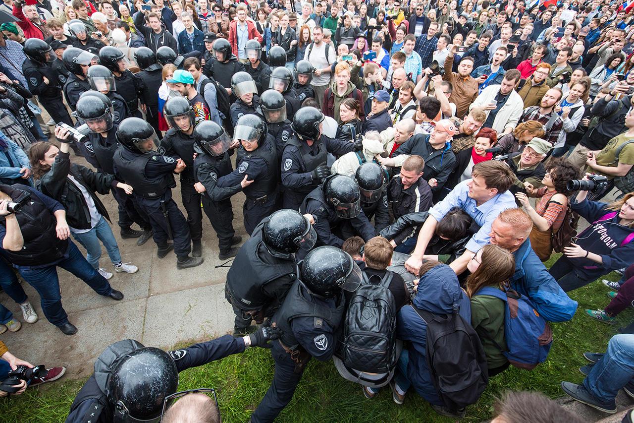 акции протеста картинки подойдет выпускному платью