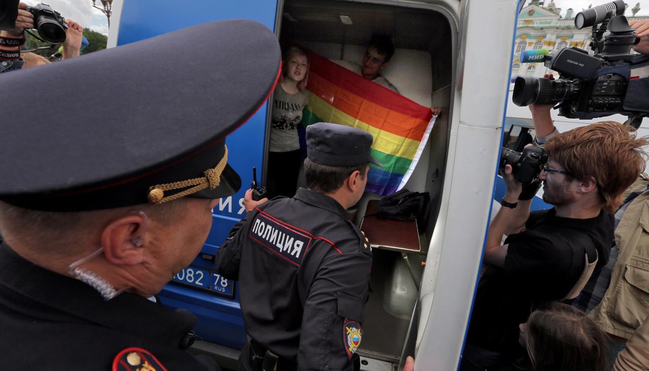 Два гея в машине