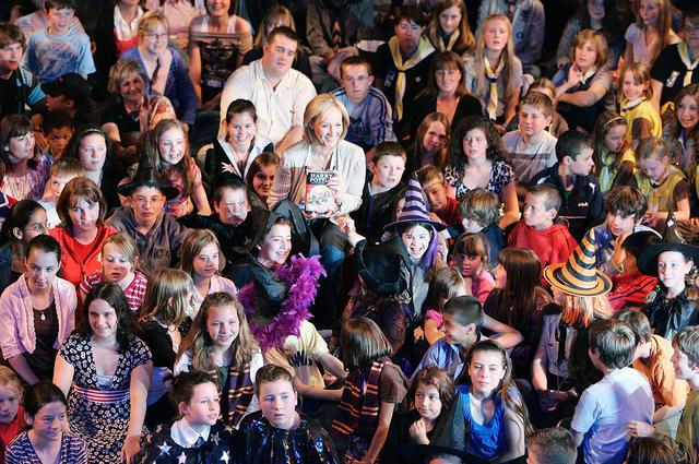 Джоан Роулинг поблагодарила читателей на20-летие первой книги оГарри Поттере