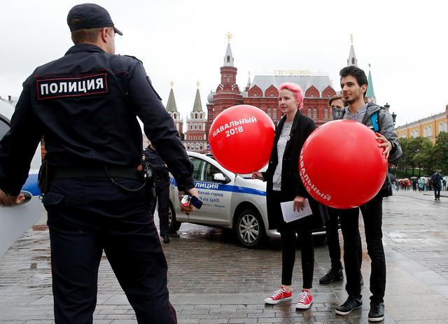 В городах России прошел «большой субботник» агитаторов за Алексея Навального. Задержаны больше 80 человек