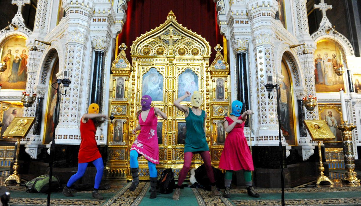 Церковь в кольце врагов Делу pussy riot пять лет Как панк  Церковь в кольце врагов Делу pussy riot пять лет Как панк молебен повлиял на РПЦ meduza
