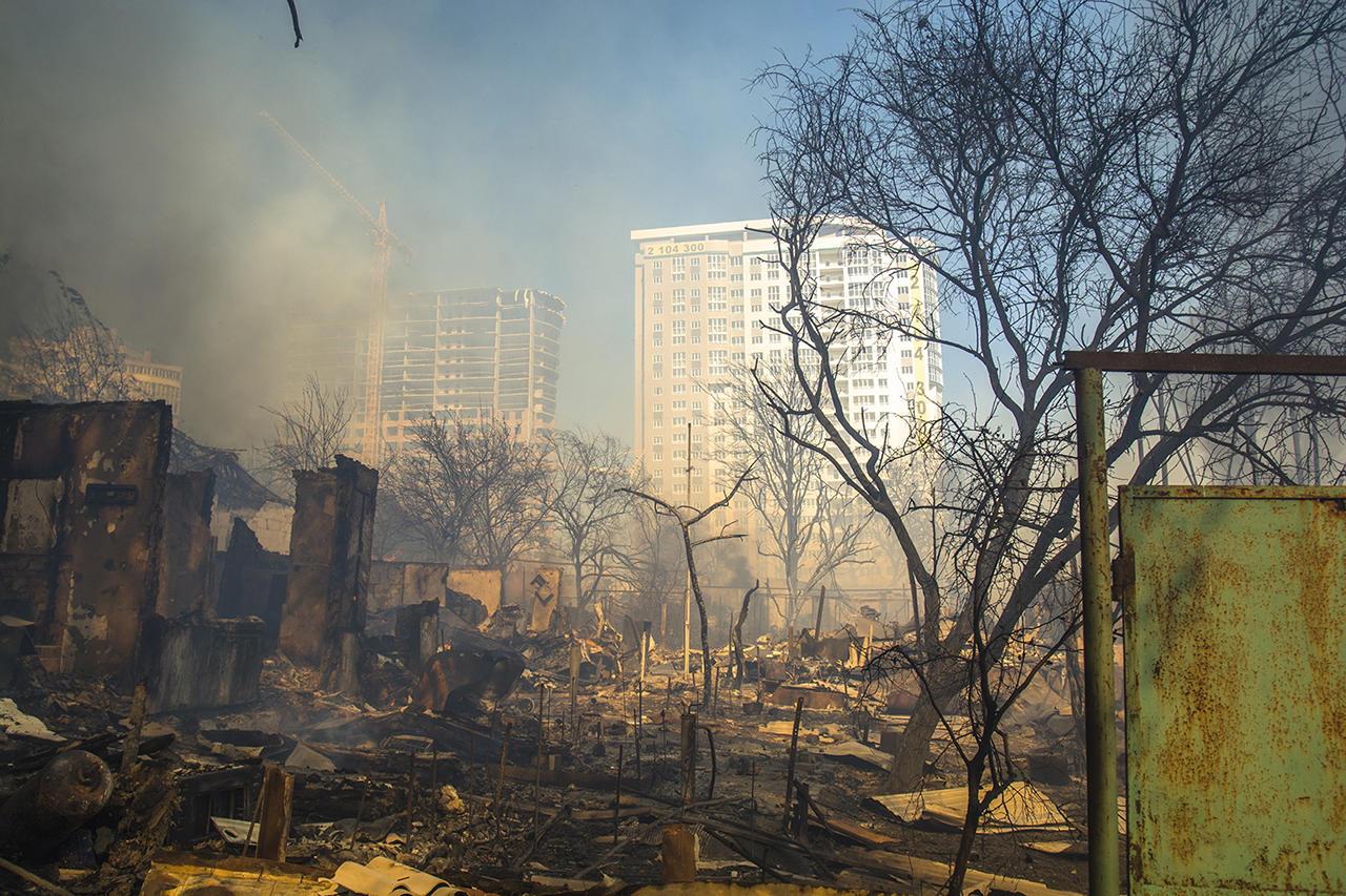 jtwI9c29xKVPibWzUHj-Vw Дома без страховки, пожарные без воды. Как и почему в центре Ростова-на-Дону сгорел целый район