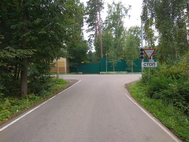 Перекресток Парковой аллеи сБуденновским шоссе неподалеку отдома приемов
