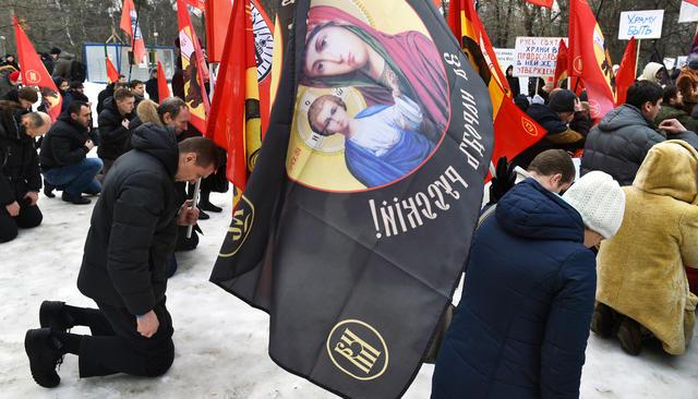 Участники митинга православного движения «Сорок сороков» за строительство храма в парке «Торфянка», 13 февраля 2016 года