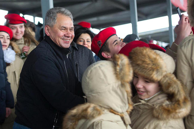 Defense Minister Sergey Shoigu with YouthArmy cadets at Patriot Park on April 23, 2017