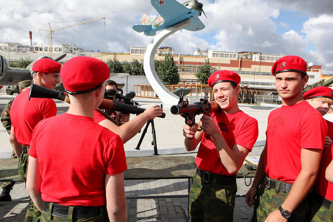 The first YouthArmy recruits in the Sverdlovsk region take the military oath on August 27, 2016