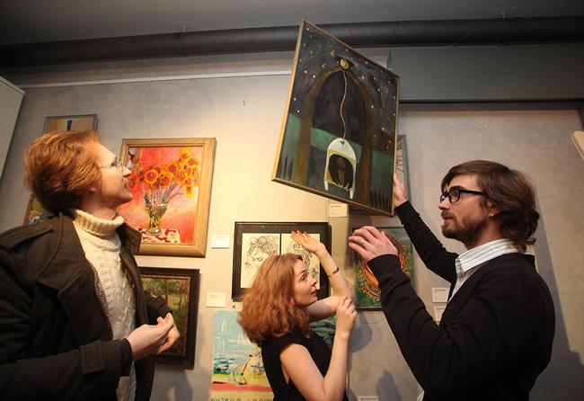 Благотворительная выставка современных художников впомощь центру «Антон тут рядом» вНовом музее вПетербурге. 22ноября 2014 года