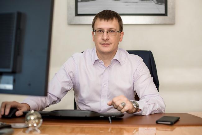 Иван Михневич врабочем кабинете