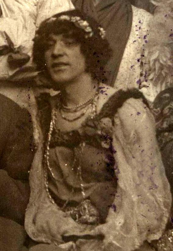 Иван Греков, артист-травести, матрос-хлебопек, хозяин одного изпопулярных гей-салонов для «простых». 1921 год