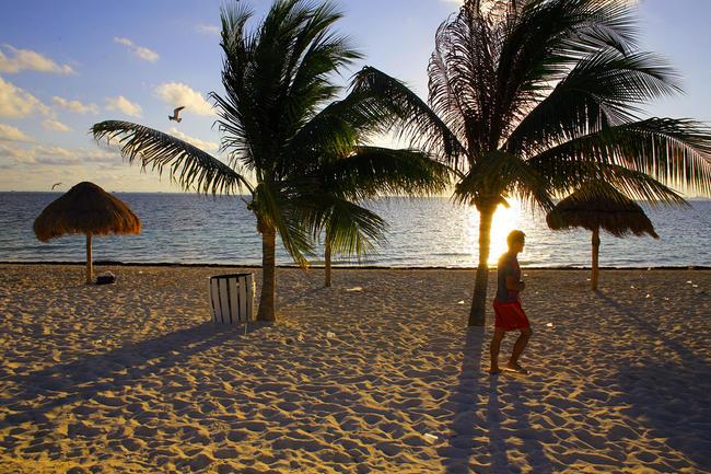 Вакансия в Мексике: 10 тысяч долларов в месяц тому, кто будет жить на курорте