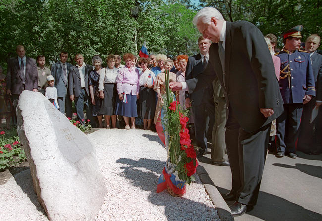 Russian President Boris Yeltsin lays flowers at the memorial to the victims of the Novocherkassk massacre, June 1996