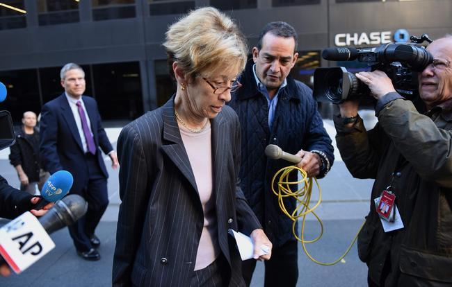 Адвокат Харви Вайнштейна Патти Глэйсер после заседания совета директоров The Weinstein Company. Нанем Вайнштейн объявил, что выходит изсостава совета. Нью-Йорк, 17октября 2017 года