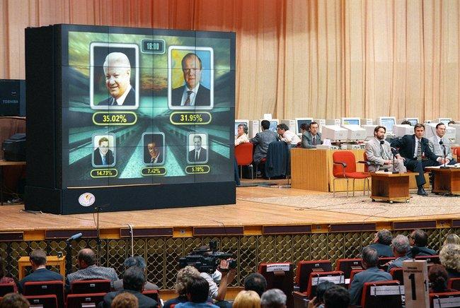 Подсчет голосов входе первого тура президентских выборов 1996 года