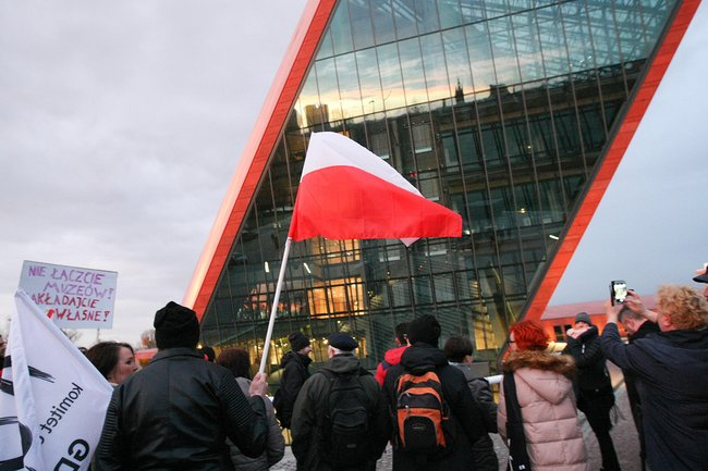 Митинг протеста против смены руководства Музея Второй мировой, Гданьск, 5апреля 2017 года