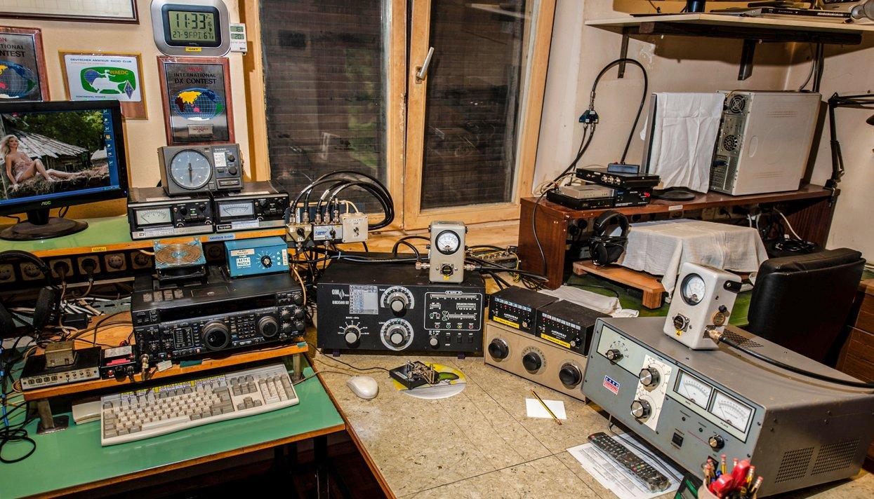 Неизвестные включили насамой таинственной  радиостанции РФ  российский  рэп и девизы