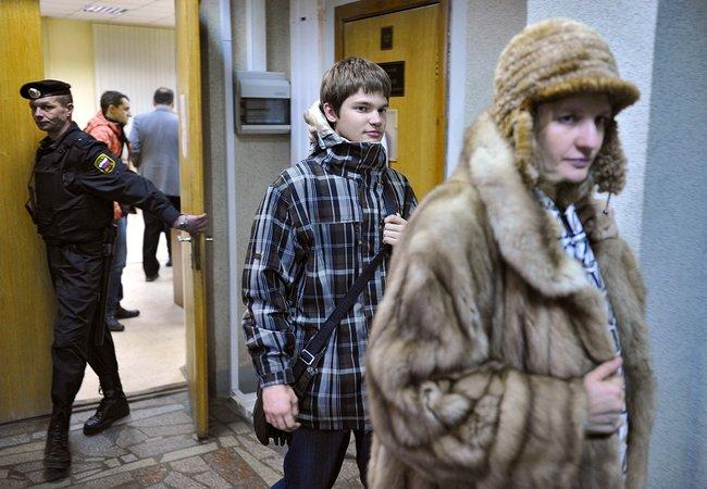 Иван Касперский иНаталья Касперская перед заседанием суда над обвиняемыми впохищении Касперского-младшего, 25декабря 2012 года