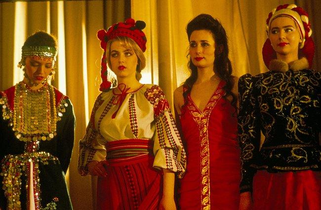 Участницы первого конкурса «Мисс СССР» внациональных костюмах, Москва, 1989 год