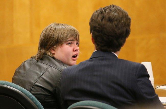 Морган Гейзер вовремя заседания, где была озвучена сделка соследствием. Судья Борен заставил Гейзер подробно рассказать, как именно она совершала преступление. 5октября 2017 года