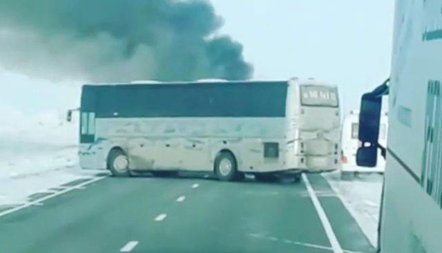 ВКазахстане 52 человека погибли при пожаре вавтобусе. Внем граждане Узбекистана ехали вРоссию. Видео