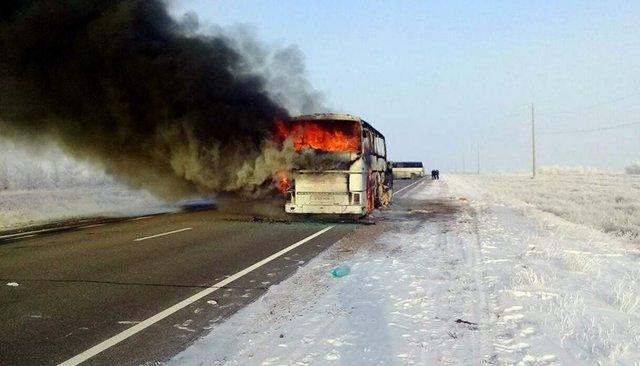 ВКазахстане 52 человека погибли взагоревшемся автобусе. Все они— граждане Узбекистана, ехавшие вРоссию назаработки