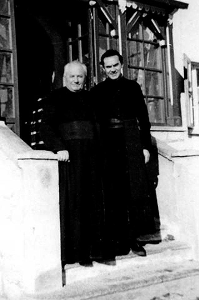 Священники отец Реиотец Барбарески, помогавшие итальянским евреям уехать вШвейцарию