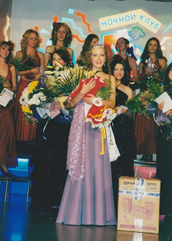 "Marina Nozhenko after winning the 2002 ""Miss Petrozavodsk"" pageant"